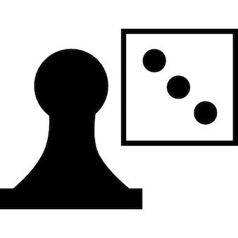 チェスの駒とサイコロゲームのオブジェクト