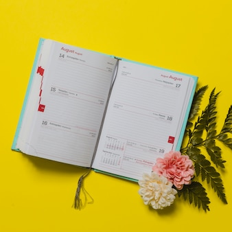 Agenda with flowers and leaves