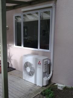 Air conditioner under window, conditioning