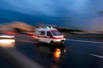 救急車のサポート・ヘルプ・ナース医者