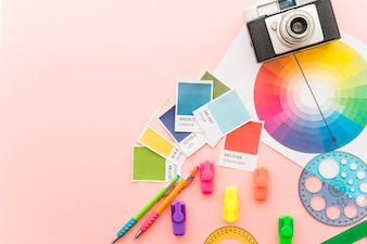 カメラと塗料材料を用いたアートコンセプト