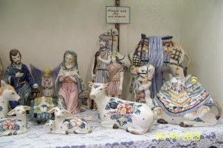 Artistic ceramic souvenirs