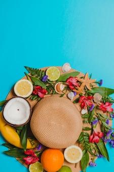 花と果物のビーチ帽子