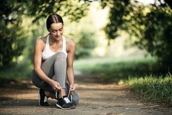 美しい運動女性公園健康的な実行