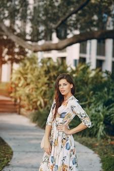 通りの美しい女の子