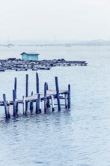 美しい桟橋の景色