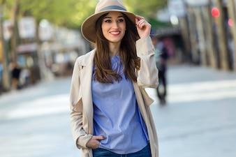 Beautiful young woman posing in the street.
