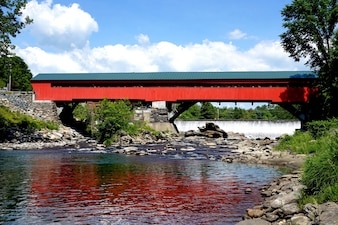 Beautifull red bridge
