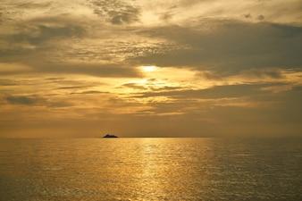 Beuatiful Sunset on the Beach
