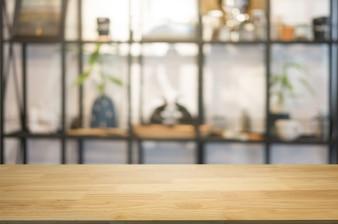 コーヒーショップカフェの背景のぼかしモンタージュの装飾と空の木製のテーブル