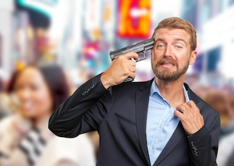 金髪のビジネスマン悲しい表情