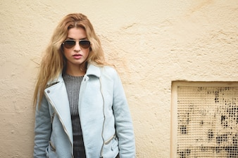 Blond woman with sunglasses