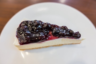 Blueberry cheese cake .