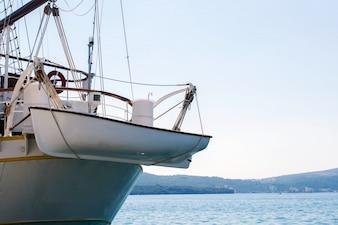 ボートは補助ボートを運ぶ