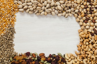 Border from seeds and nuts