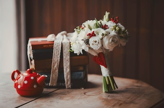 Bouquet and a red teapot