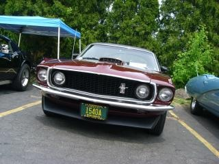 Burgundy Ford Mustang, burgundy