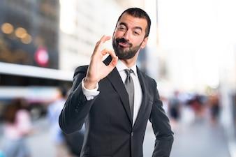 ビジネスマン、OK、サイン、フォーカス、背景