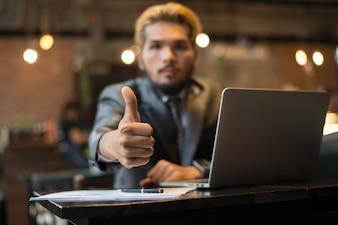 カフェの顧客契約労働者の計画