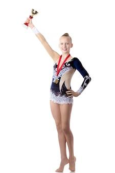 Чемпионка-гимнастка с наградой