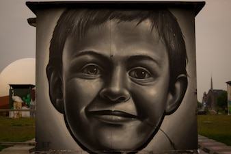 Child painted in the wall