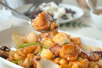 中華料理、甘いソースのカシューナッツと炒めた鶏肉