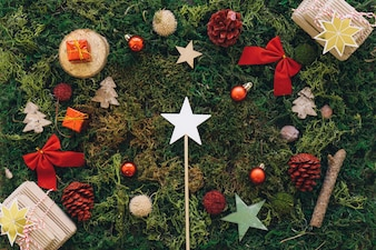 Рождественская композиция на траве