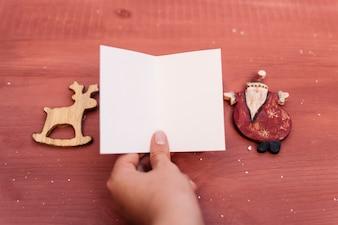 空のカードを持つクリスマスの組成
