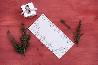 花のカードでクリスマスの装飾