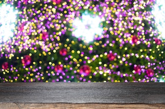 Рождественский праздник фон с пустой деревянный стол стол за праздничные боке.