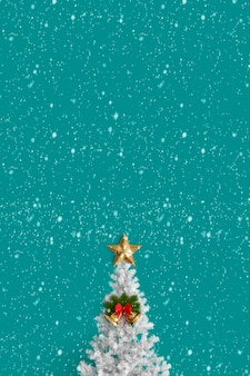 Christmas tree on a green background with stars