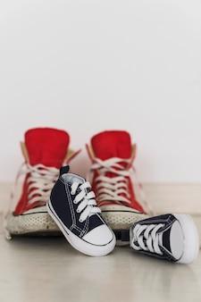 クローズアップ、小さな、ダークブルー、靴
