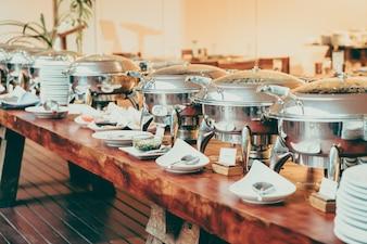 Closed metal pots