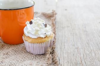 コーヒーとカップケーキ