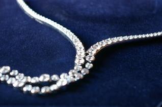 Crystal necklace, bijoux