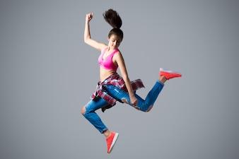 高い飛躍のダンサー