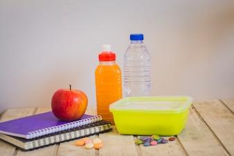 Вкусный школьный обед и блокноты