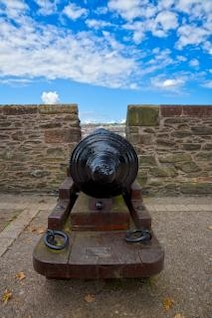 derry cannon   hdr  militaria