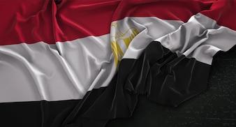 暗い背景にレンダリングされたエジプトの旗3Dレンダリング
