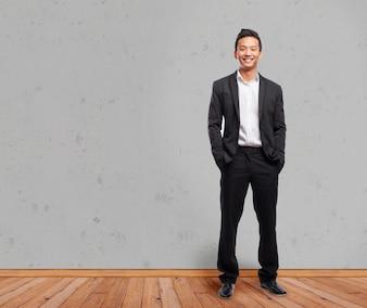 木製の板上のエレガントな起業家