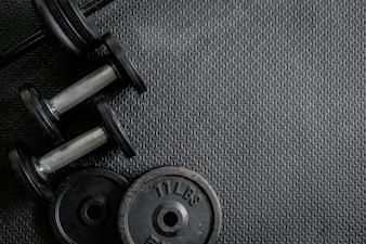 Весы для упражнений - железная гантель с дополнительными пластинами