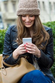 Expression feminine telephone happy internet