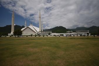 Faisal mosque garden