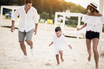 ビーチの家族