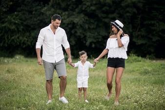 公園内の家族