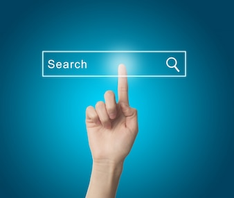 検索エンジンを押圧する指