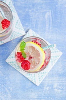 Fizzy drink with raspberries