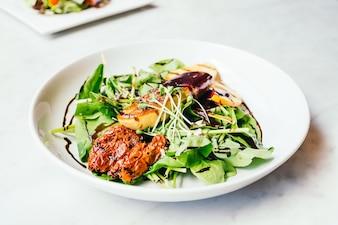 Фуа-гра с овощным салатом