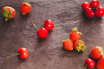 Fresh composition with red fruits