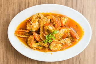 Fried prawn and shrimp with garlic